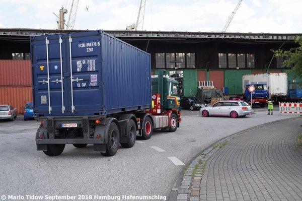 Volvo F12 Bilspedition im Hamburger Hafen