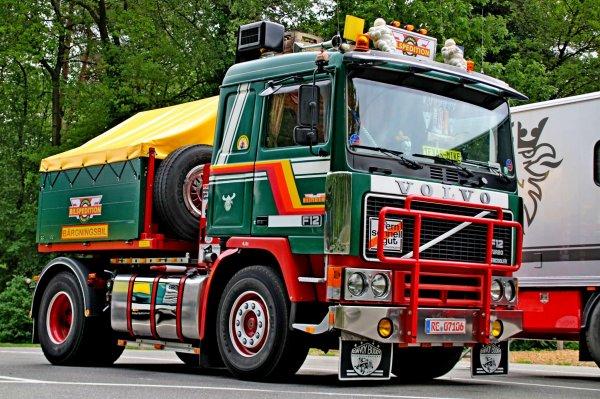 VOLVO F12                                       Fotos von L.h.truckspotting