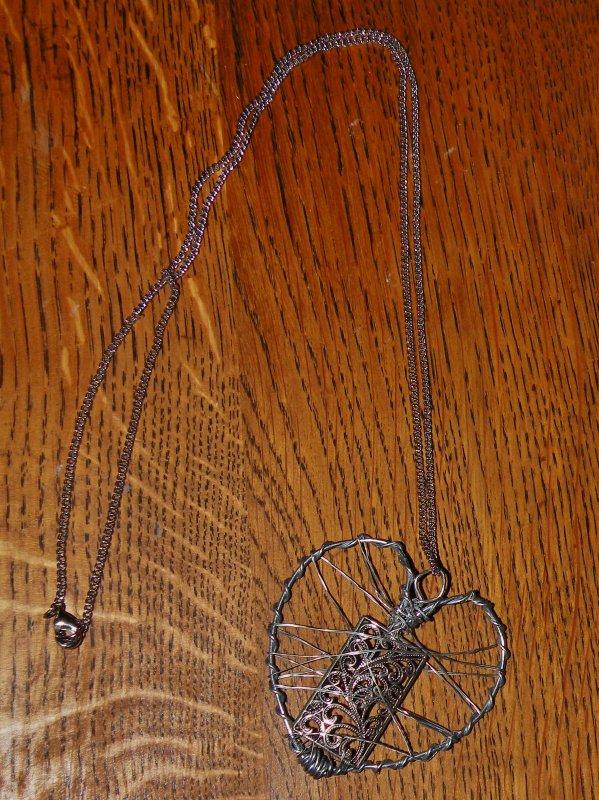 bijoux en forme de coeur cr es en fil de fer essentielart art et cr ation par mathieu. Black Bedroom Furniture Sets. Home Design Ideas