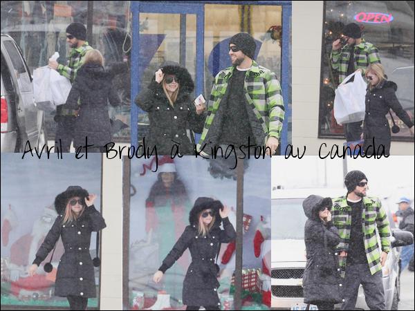 Avril & Brody on été aperçu à Kingston,au Canada alors qu'ils faisaient des courses de dernières minutes.
