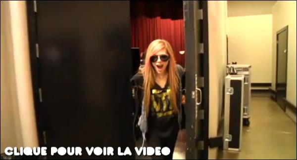 Avril à publié cette vidéo ou elle explique qu'elle sera dans l'émission Dick Clark le 31 décembre 2010 afin de chanter pour la toute première What The Hell (désolé pour la grimace que tire Av sur la photo mais c'est une capture vidéo..)