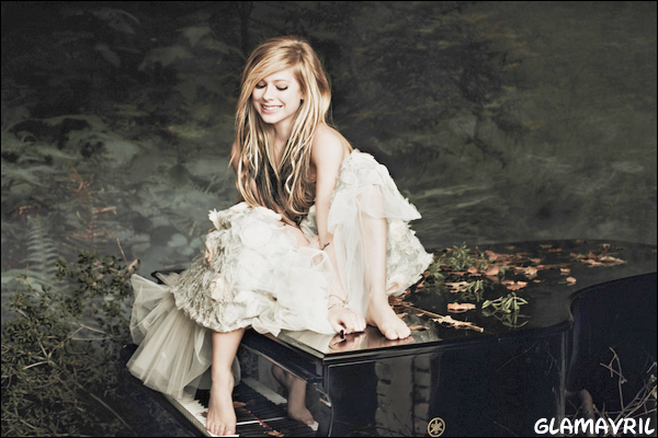 La promotion pour Goodbye Lullaby au Japon + Photo via son twitter + Nouveau photshoot pour GL