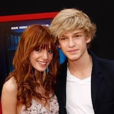 Quel garçon est mieux avec Bella Thorne?