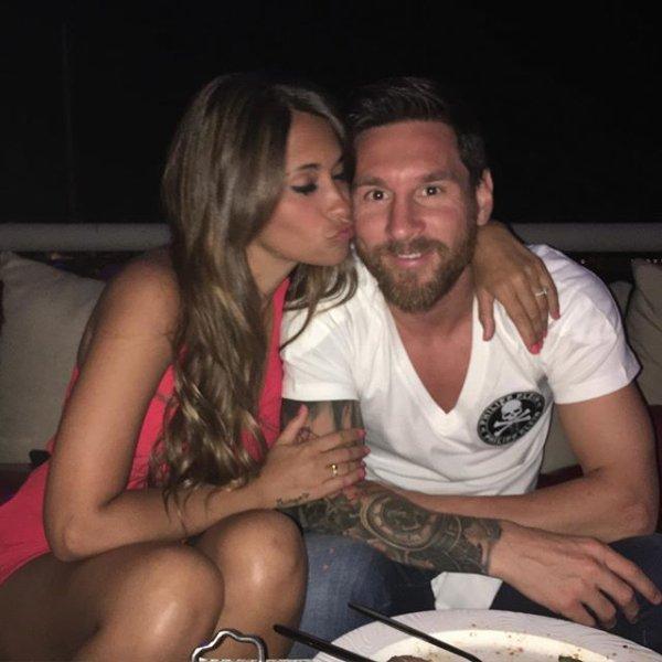 Lionel Messi & Sa Copine Antonella Roccuzzo & Leur Fils Thiago & Mateo (Fc Barcelone )
