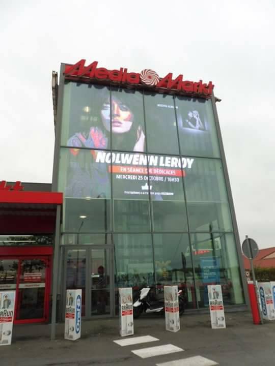 Séance de dédicace de Nolwenn au magasin Media mark a Braine-Lalleud à Bruxelles le 25 octobre 2017