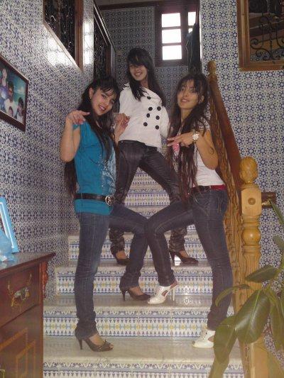 les 3 sexy girls moi en bleu ma soeurette et ma cousinette j vous kiff <3;)
