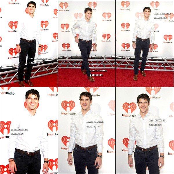 . 18/09/2011 - Darren était présent au Emmy Awards 2011 et aux after-party. .
