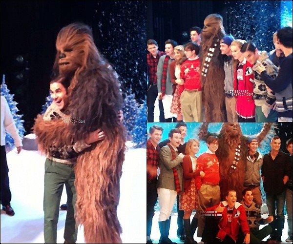 18/11/2011 - C'est avec Chewbacca que le cast  tourné l'épisode spéciale Noël.