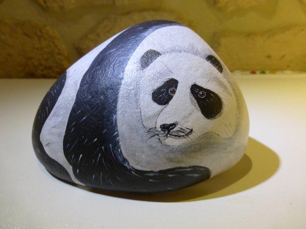 Panda sur galet.