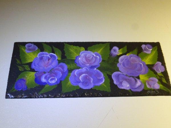 Petite ardoise rectangulaire fleuri.