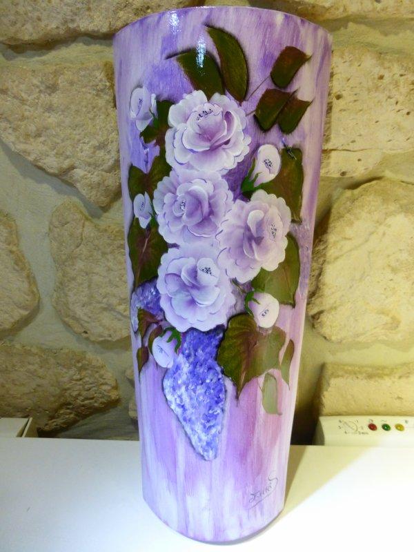 Tuile Provençale avec des nuances violettes. ((La rose est le lilas, Guy Béart )))