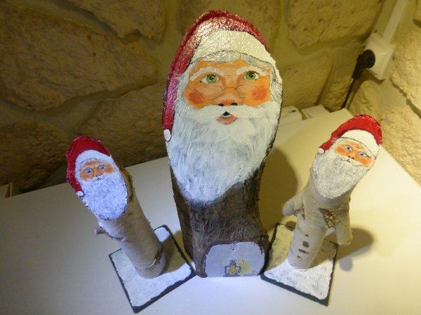 Autres père Noël sur bûche.