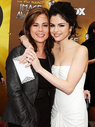 Facts : 12 facts sur Selena | ILYSelena