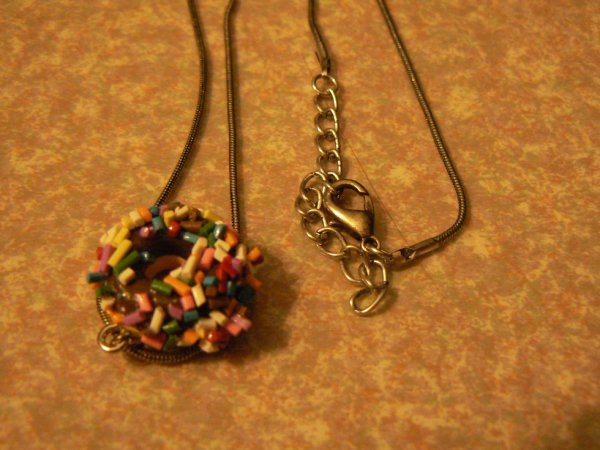 collier donut's multicolore