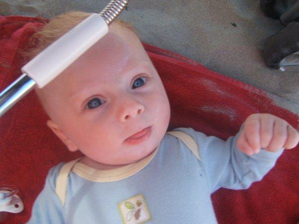 voila mon fils a 4mois a la mere te trop chou mon fils j etaime fort et plus que tout au monde !!!!!!