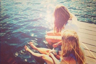 « La vie est trop courte pour se lever le matin avec des regrets. Alors, aimez les personnes qui vous traitent bien, et oubliez ceux qui ne le font pas. ♥ »