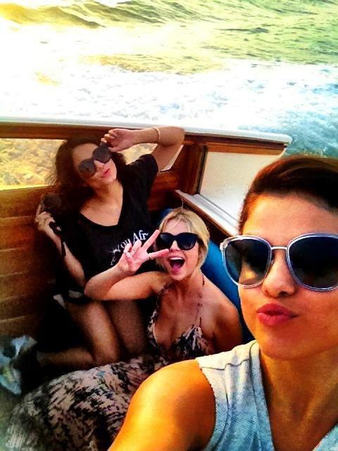 Selena Gomez - Postcard on the Run