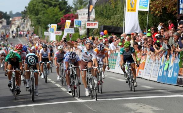 Tour du Poitou-Charentes: Ravard coiffe Huta au sprint