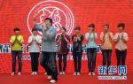 JACKIE OUVRE UN CINÉMA EN CHINE