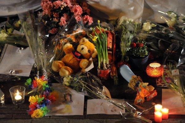 une pensee, une bougie pour les 28 petites victimes belges , pour leur familles,  pour leurs proches