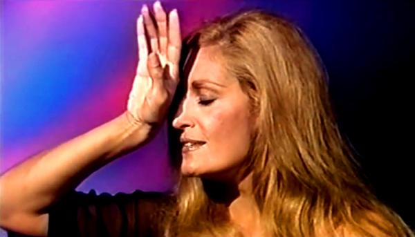 """Dalida chante """"Il y a toujours une chanson"""" en Allemagne en 1976"""
