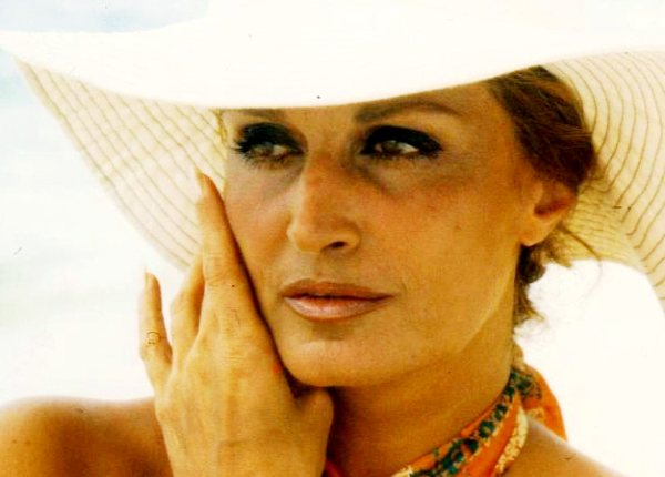 Dalida en vacances aux Seychelles en 1976