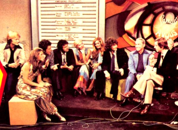 """Dalida sur le plateau de """"Samedi est à vous"""" en 1976 avec Claude François, Joe Dassin, et beaucoup d'autres"""