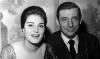 """Dalida et Yves Montand reçoivent les """"Bravos du Music-Hall"""" - 1959"""