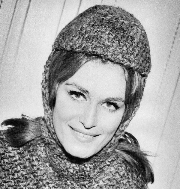 Jolie petite Dalida du début des 60's