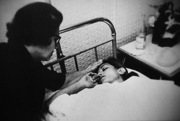 Dalida et sa maman lors de l'épisode douloureux de 1967