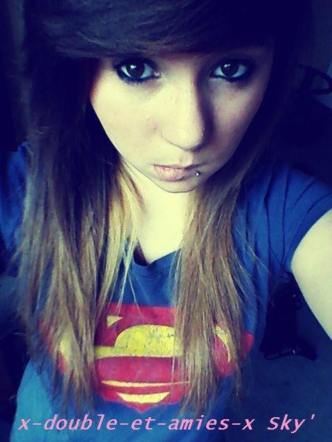 moi avec mon tee shirt superman <3