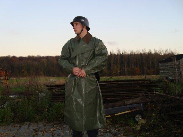 uniforme allemand wehrmarcht + capote pluie de motard ww2