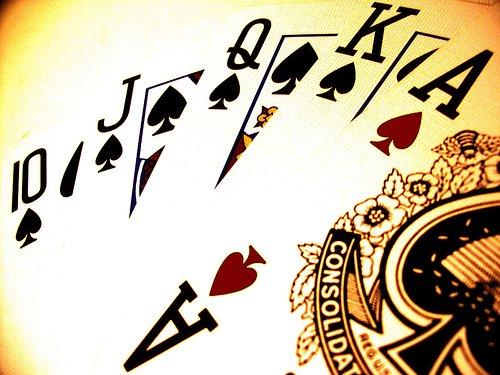 La vie c'est comme une partie de poker. Un jour on perd, un jour on gagne. On bluff, on parie, on se trompe, on corrige ses erreurs, on retente sa chance, on mise sur une bonne étoile. Et puis, on finit par tout perdre.