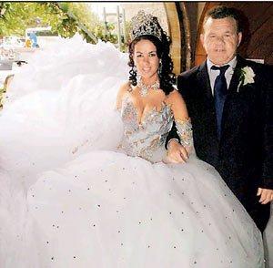 la plus lourde robe de mariée du monde