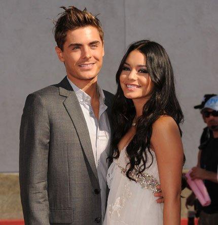 ♥♥♥ Zac et Vanessa très proches, en train de s'embrasser dans un club le 7 janvier de Los Angeles !