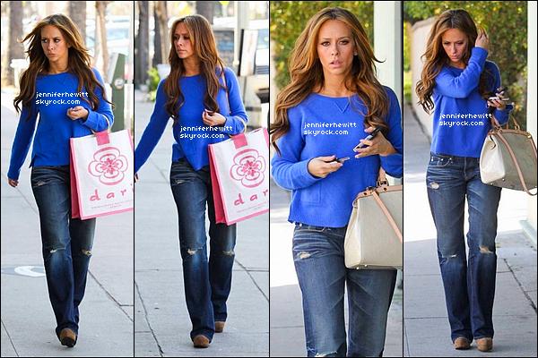 """13/03/2012 - Jennifer Love Hewitt  était sur le set de """"The Client List"""" à Los Angeles."""