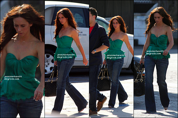 11/07/2012 - Jennifer Love Hewitt en balade dans Toluca Lake avec l'un de ses amis.