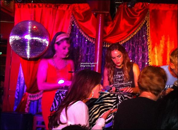 05/09/2012 - Jennifer Love Hewitt a été aperçue en pleine partie de bingo par l'un(e) des participant(e)s.