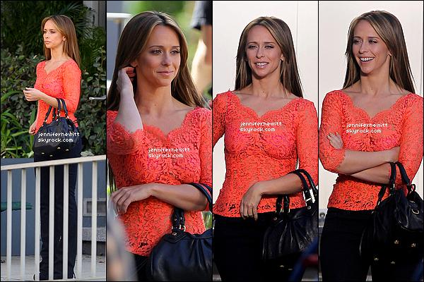 """09/11/2012 - Jennifer Love Hewitt était sur le set de la saison 02 de sa nouvelle série """"The Client List""""."""