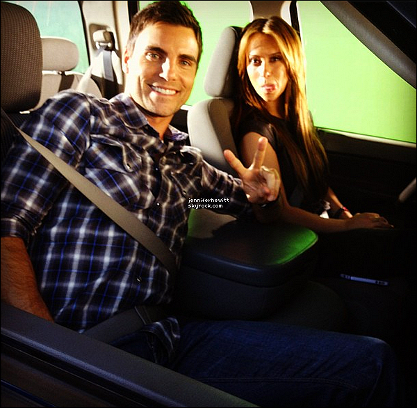 "06/11/2012 - Jennifer Love Hewitt à été prise en photo avec Colin Egglesfield sur le set de ""The Client List""."