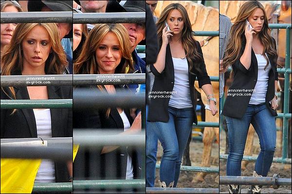 """04/12/2012 - Comme elle l'a annoncé via son twitter, JLove a été vue sur le set de """"The Client List"""" au rodéo !"""