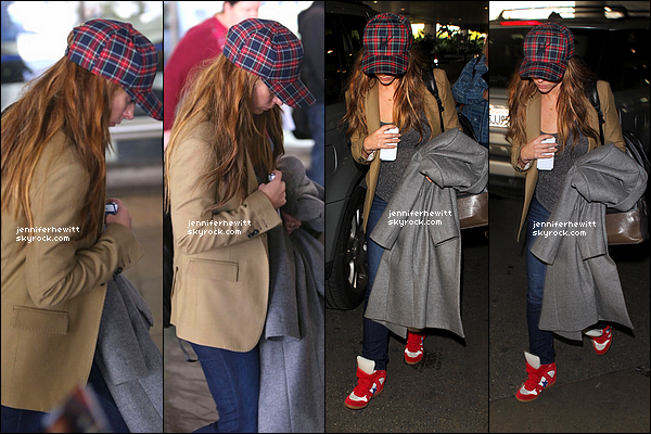 29/12/2012 - Jennifer Love Hewitt qui se cache, a été vue de retour de Washington à l'aéroport de Los Angeles.