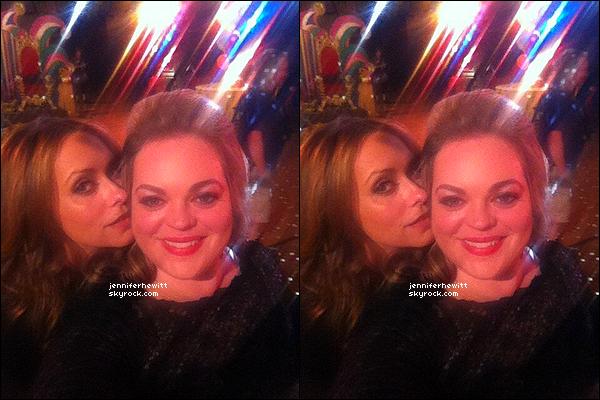 """01/03/2013 - Rebecca Field à posté cette photo d'elle accompagnée de Love sur le tournage de """"The Client List""""."""