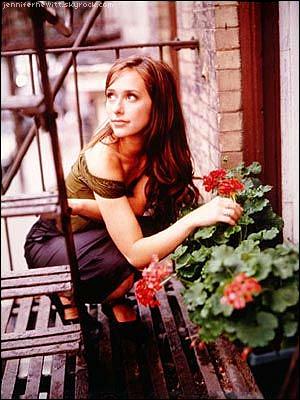 Fiche série 04 : Sarah - 1999.  Synopsis général de la série - créditez AlloCiné.fr si emprunt ! A la recherche de son père biologique, Sarah Reeves débarque à New York. Au fil des rencontres et des événements, elle décide de s'installer dans cette ville nouvelle ...