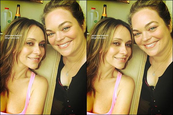 01/04/2013 - En ce lundi de Pâques, voici que Rebecca Field à posté cette photo en compagnie de JLove Hewitt.