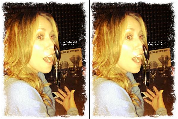 """04/04/2013 - Que de fun sur le tournage de """"The Client List"""", Rebecca et Jennifer se sont bien amusées via twitter."""