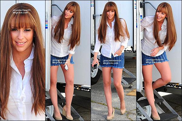 """16/04/2013 - JLove en perruque à été vue à Los Angeles sur le set du dernier épisode de """"The Client List""""."""