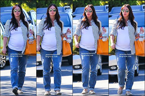 06/10/2013 - La belle Jennifer Love Hewitt en forme, a été aperçue dans la grande ville de Los Angeles.