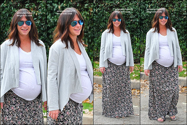 19/11/2013 - La radieuse Jennifer Love Hewitt, nous montrant son ventre généreux, a été vue dans Los Angeles.