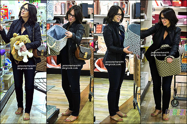 20/01/2014 - Mme Hallisay, radieuse, a été faire un peu de shopping pour Autumn au HomeGoods à Los Angeles.